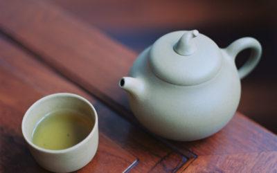 Rituel du thé : la spiritualité dans une tasse de porcelaine